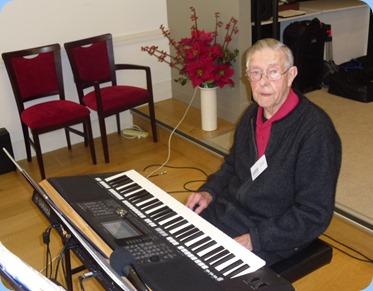Michael Bramley playing a Yamaha PSR-S950 keyboard.