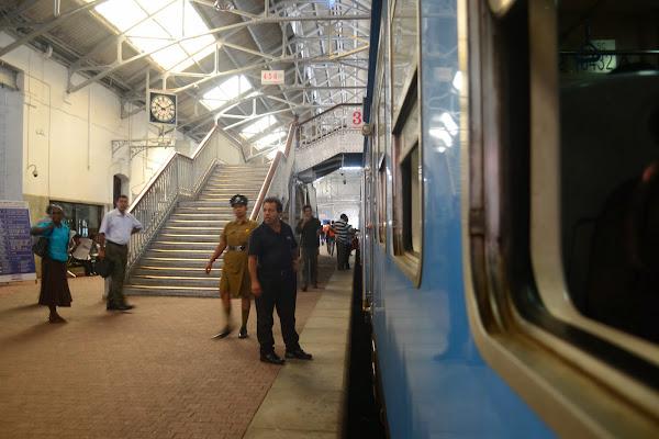 Вид с поезда, станция Коломбо Форт, Шри Ланка