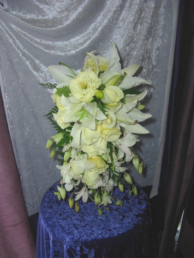 White & Cream Teardrop bouquet