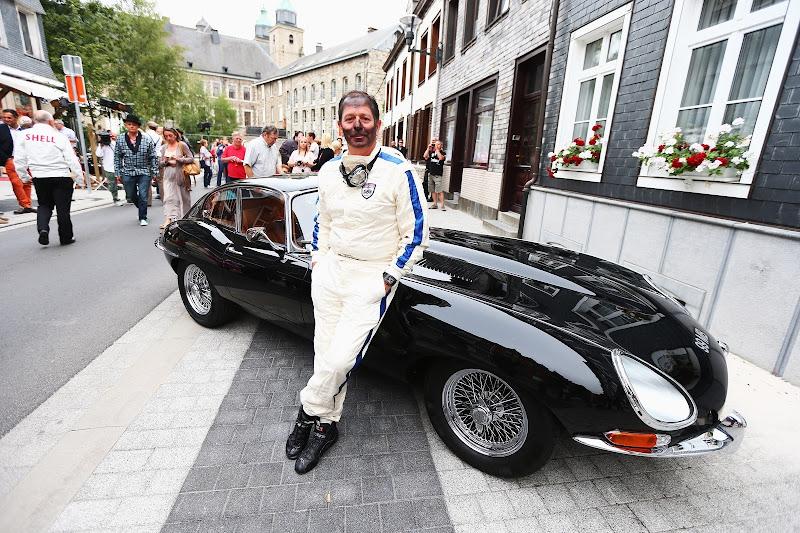 Мартин Брандл и Jaguar E-Type на мероприятии Shell перед Гран-при Бельгии 2013