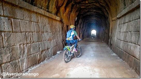 Passando pelo túnel ferroviário de Bananeiras-PB