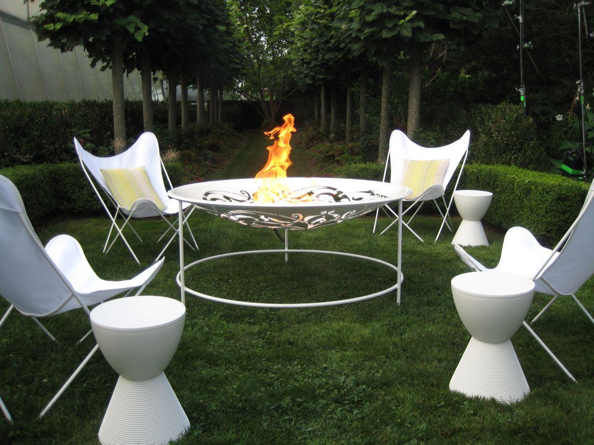sativa 39 s blog navy blue dark green and gold wedding table decor. Black Bedroom Furniture Sets. Home Design Ideas