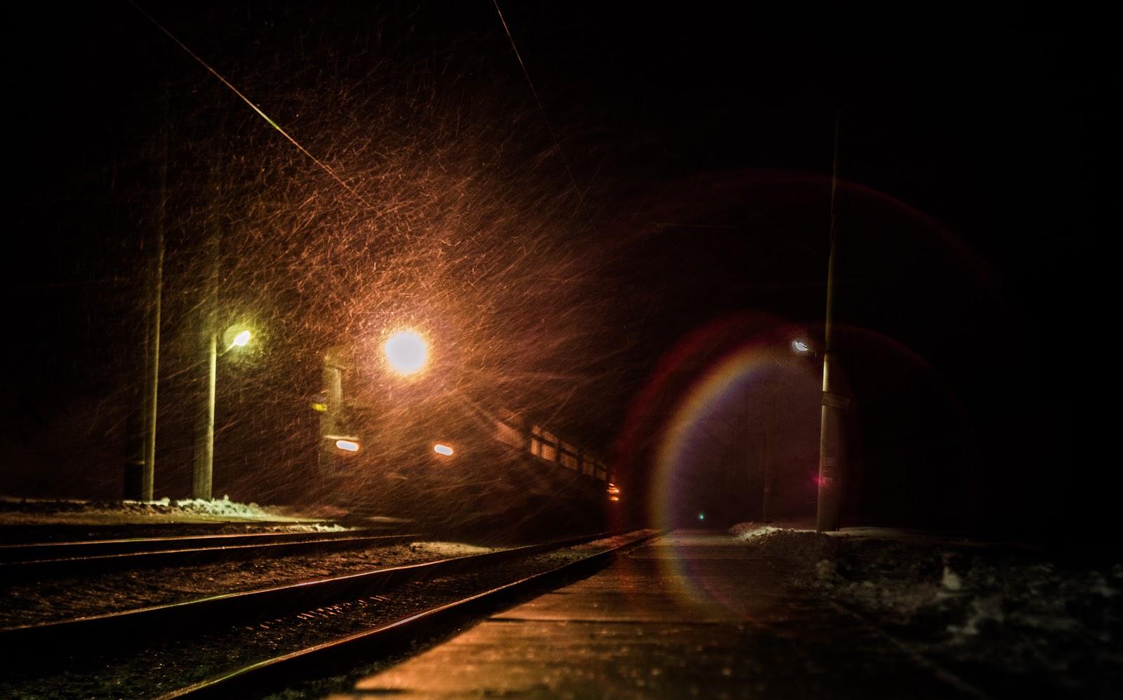 Електричка на залізничній платформі Снітинка