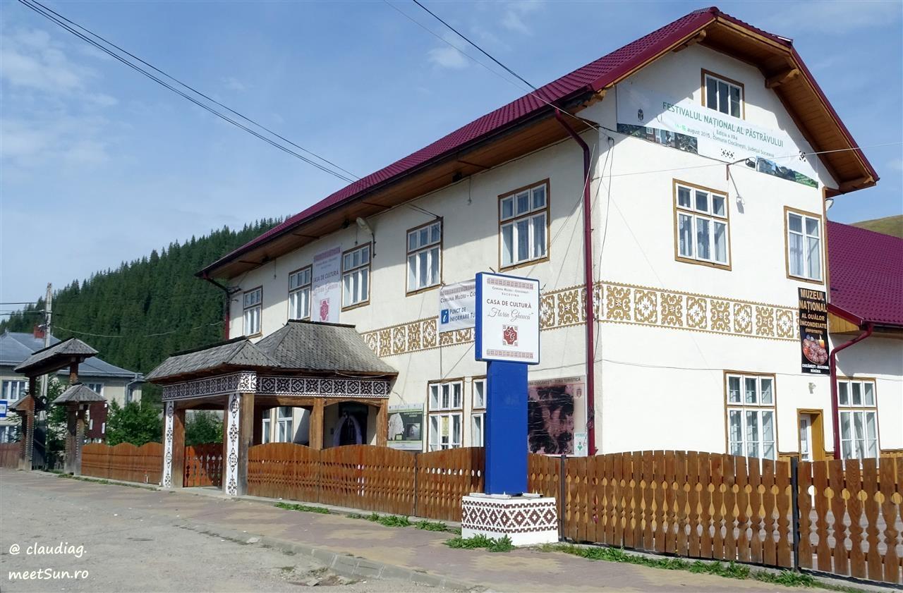 Satul muzeu Ciocănești, Muzeul Rădăcinilor, Cimitirul Vesel sau Despre omul creator și urmașii săi   meetSun.ro