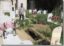 Bukaman nel cimitero di Miano