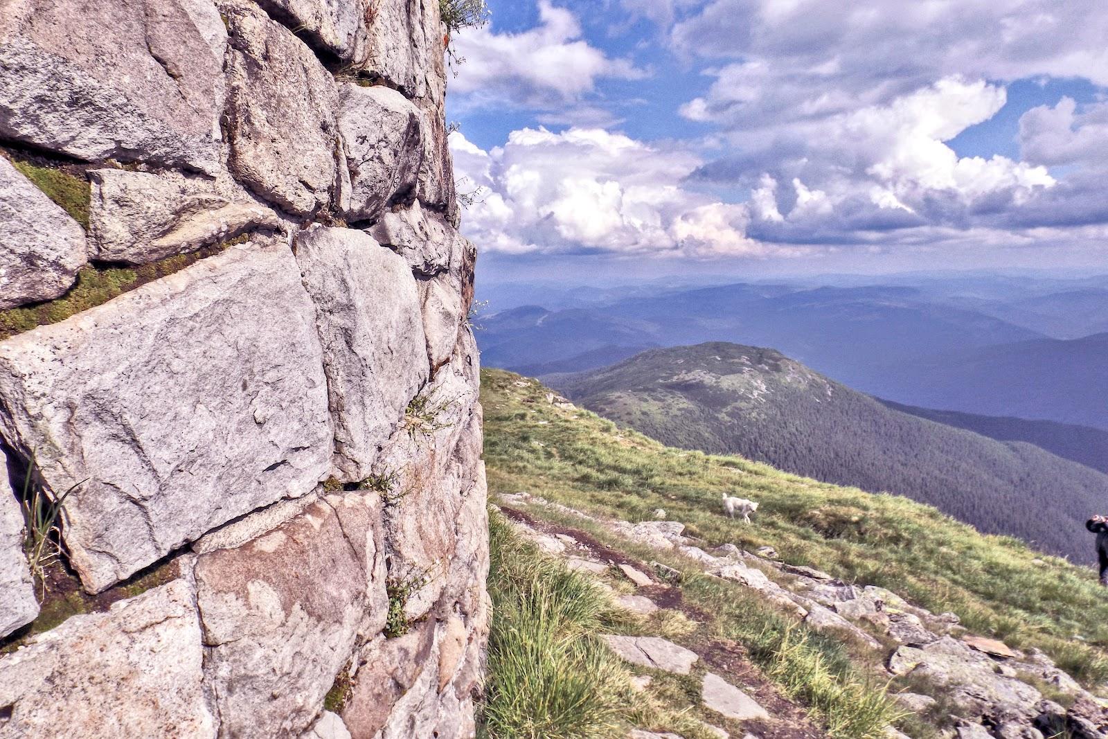 Стіна Обсерваторії на ПІЧ