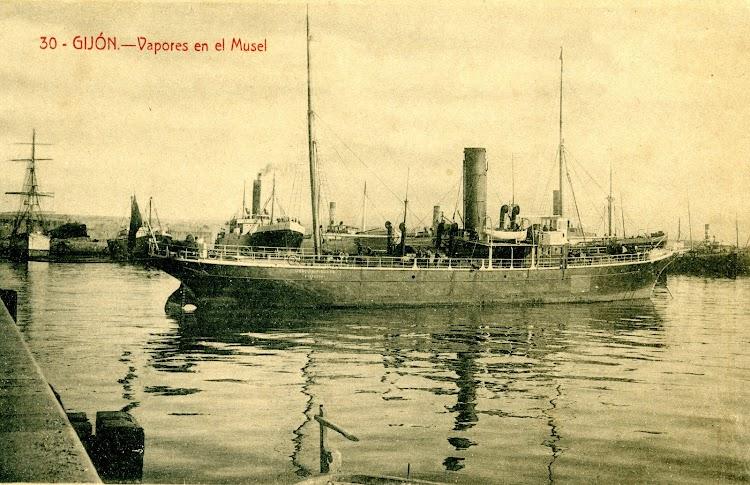 El vapor JOAQUIN PIELAGO en el puerto de Santander. Fecha indeterminada.jpg