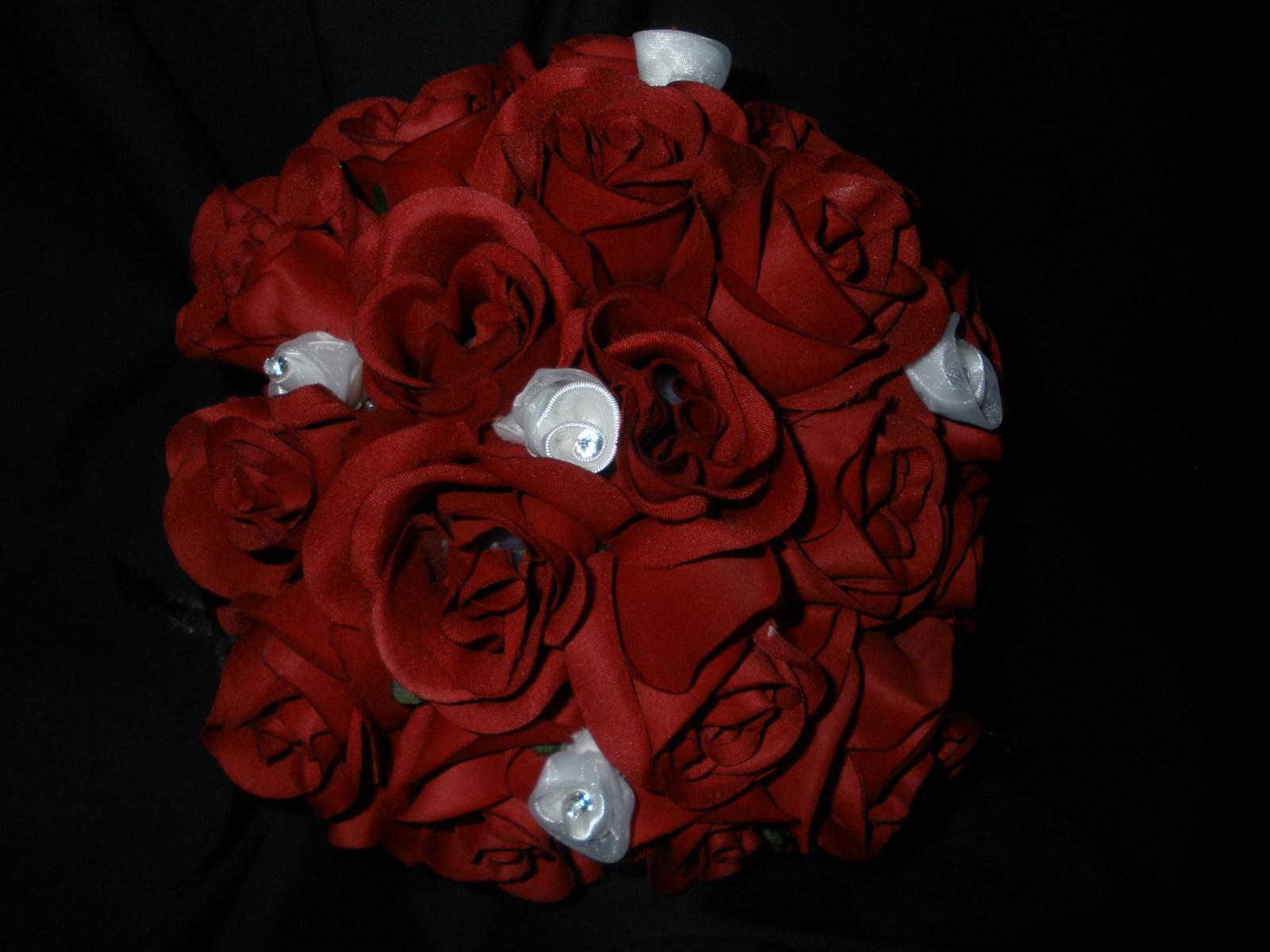 8 inch round, red rose bouquet