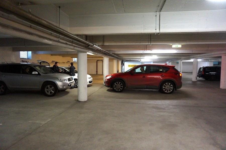 Парковка хостела Meininger