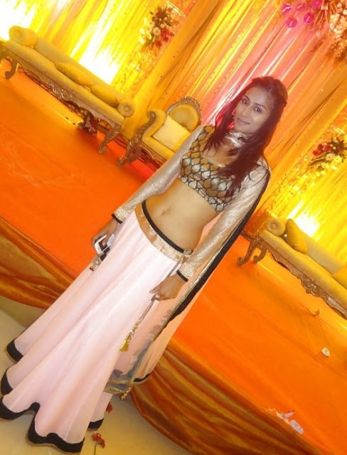 hot navel in choli