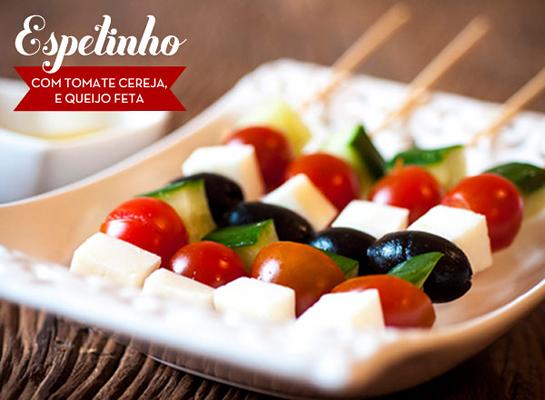 receita-dedo-de-moca-espetinho-com-tomate-cereja-e-queijo-feta