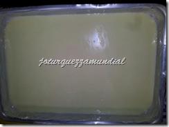 Tabuleiro com manteiga e condensado