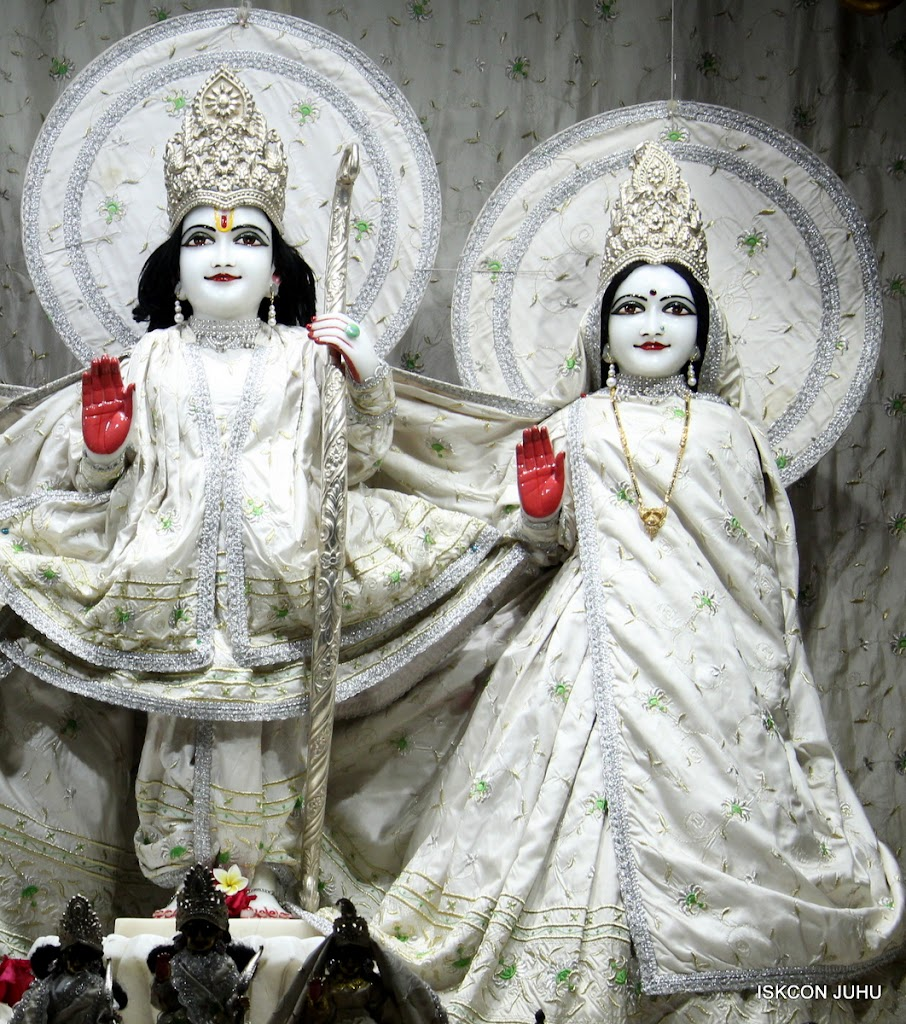 ISKCON Juhu Mangal Deity Darshan 21 Jan 16 (5)