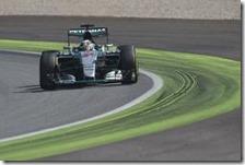 Lewis Hamilton con la Mercedes al gran premio d'Italia 2015