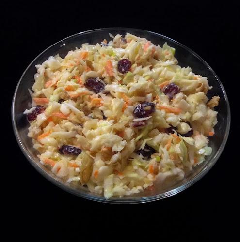 Surówka Coleslaw, salatka Coleslaw, biała kapusta, czerwona kapusta, salatka z kapusty