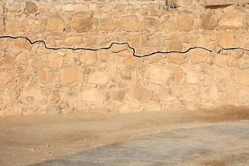 Linia starych murów?