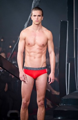 Red Charity Gala River Viiperi Bench20