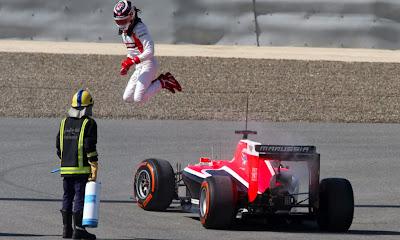 прыжок Макса Чилтона на предсезонных тестах в Бахрейне 21 февраля 2014