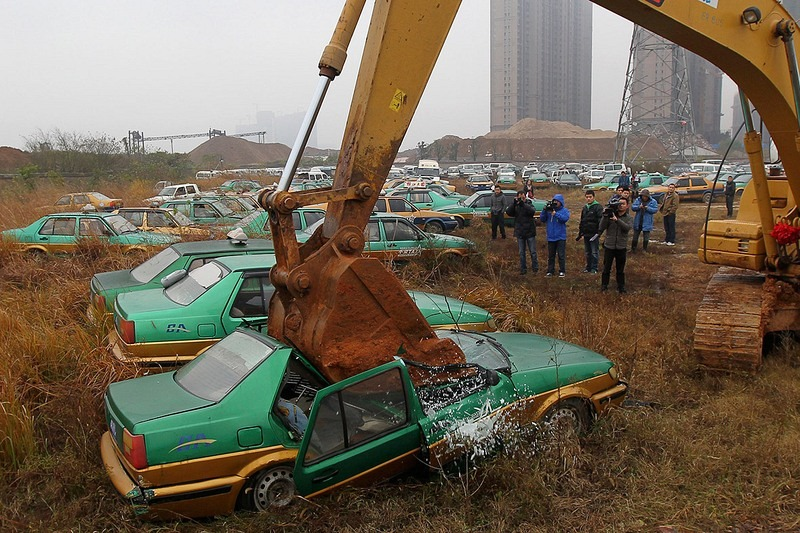 china-pollution-car-scrapyard-1