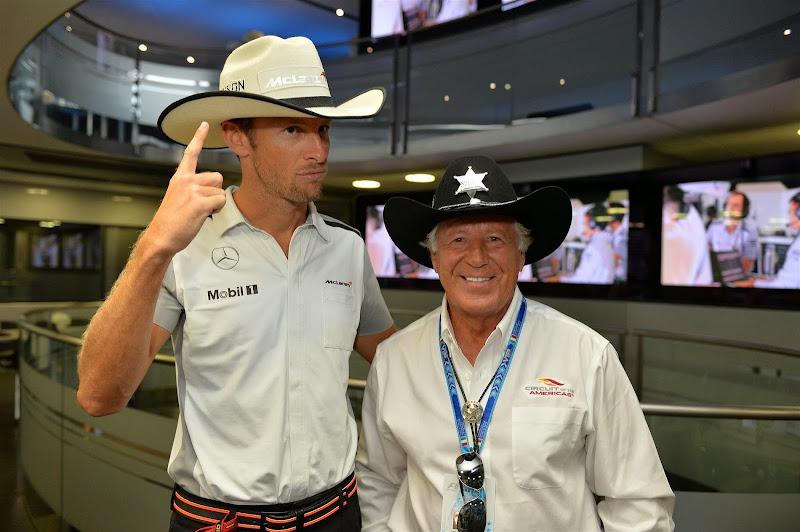 Дженсон Баттон в ковбойской шляпе от Марио Андретти на Гран-при Италии 2014