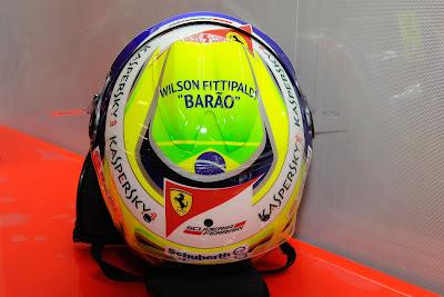 шлем Фелипе Массы с надписью в память о Вилсоне Фиттипальди на Гран-при Австралии 2013