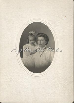 Lillian ans Aunt Lena Laporte ant