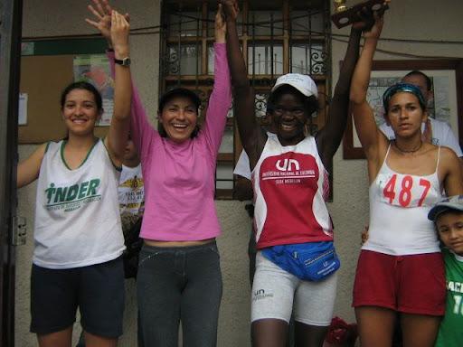 Primeros puestos categoría femenina De derecha a izquierda: 2° Gloria Londoño, 1° Hermelinda Mosquera, 3° Esneda Londoño, 4° Vannesa Castrillón