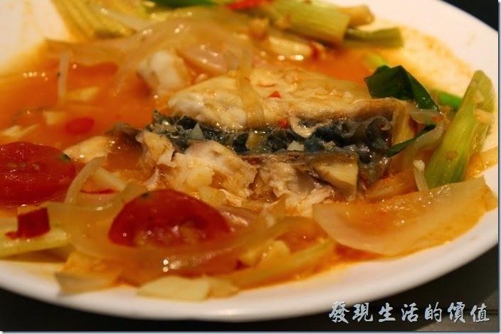 台南-椰如鐵板燒創意料理。海鮮:青衣寒鯛(鸚哥魚),這魚肉的肉質還可以,不過整體調味淡了一點點。