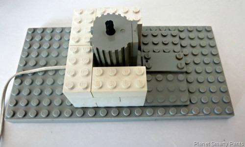 Lego-Spin-Art-Step1-Motor