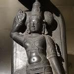 Visnu Narayana reposant sur le serpent de l'Eternité, Ananta. Tamil Nadu. 17e s. - 18e s. Basalte. MG 18527.