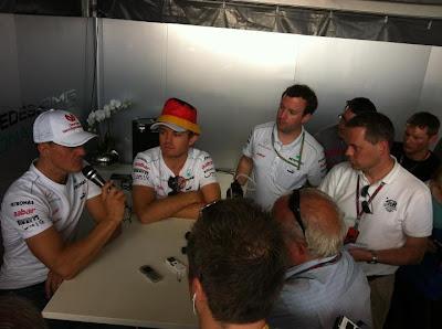 Михаэль Шумахер и Нико Росберг дают интервью после квалификации на Гран-при Канады 2012