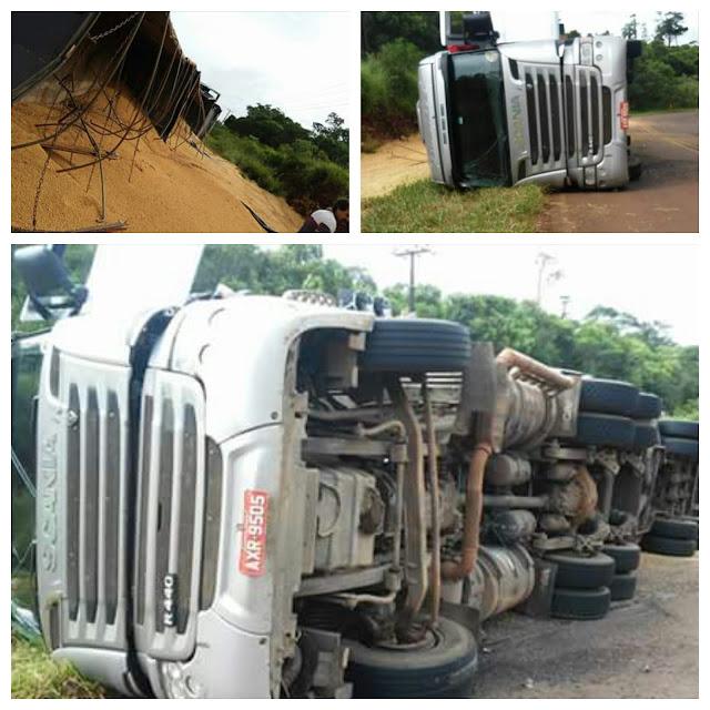 """Roncador: Caminhão tomba na """"Curva do Cateto"""""""
