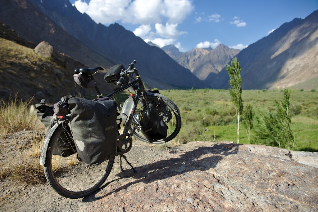And finally the end of the Bartang valley, after 7 days of bad roads, a lot of bits when you feel in the middle of nowhere, a lot of adventure and an equal amount of hospitality. With only 3 tourits met in 7 days and none on bicycles it's clearly one of the most adventurous ways of crossing the Pamirs.