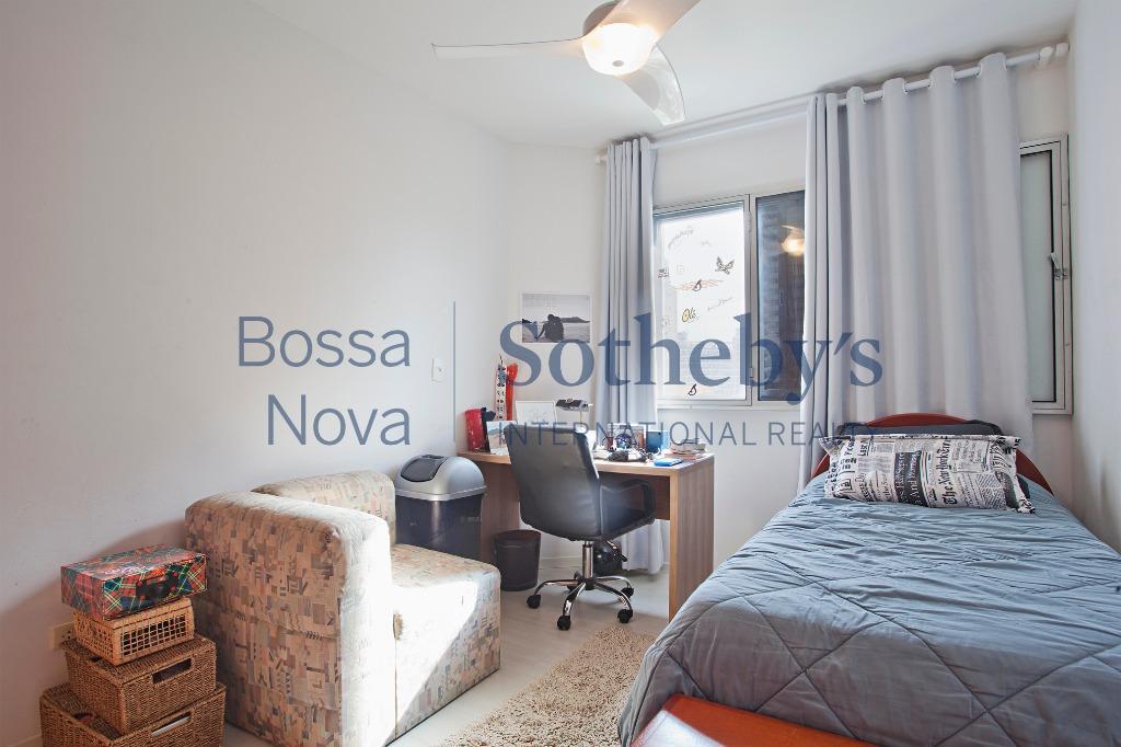 Apartamento iluminado bem espaçoso em ótimo local