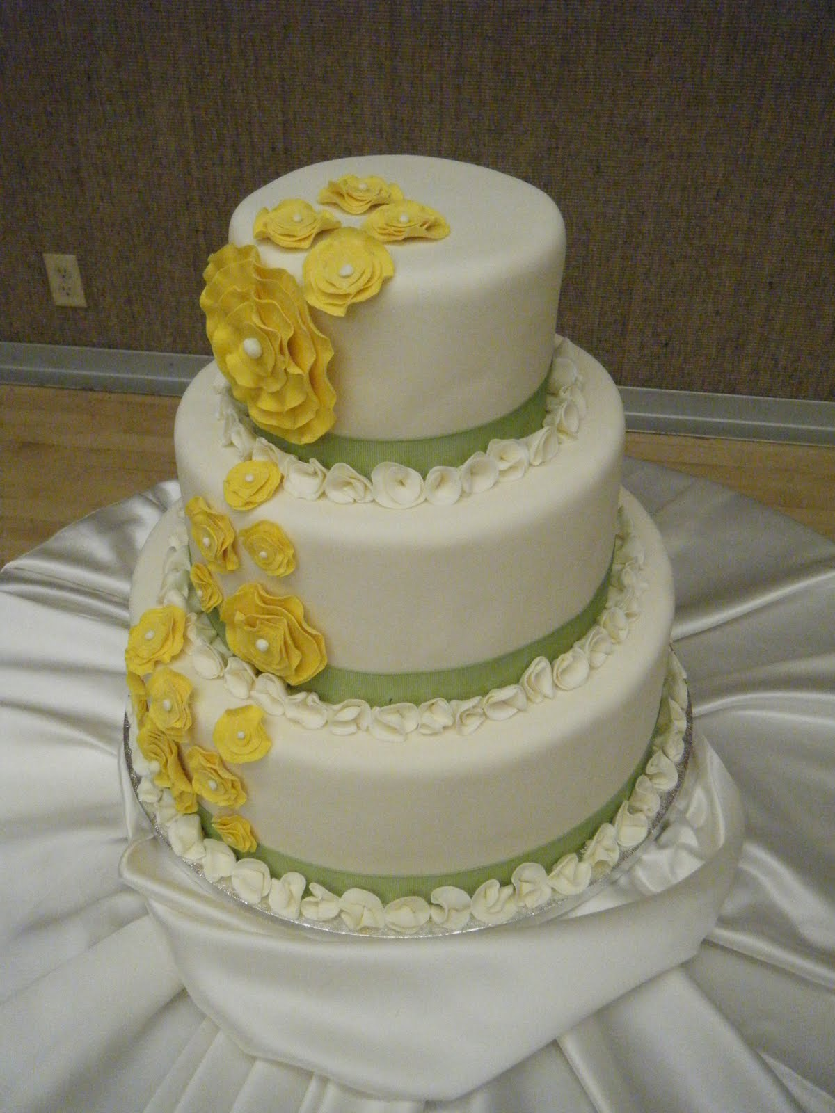 Cool flower wedding cake