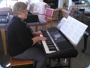 Barbara McNab playing the Yamaha PSR-S950