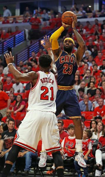 James Sticks to Regular Nike LeBron 12 in Game 3 Loss