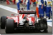 Vettel con la gomma forata