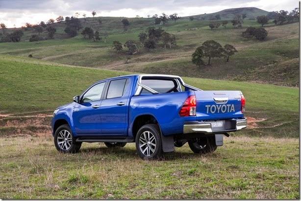 2016-Toyota-Hilux-26
