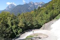 Auf der SP35 von Ampezzo nach Maiaso über die Forca di Pani (1116m). Schmal und steil mit gepflasterten Bachbetten.