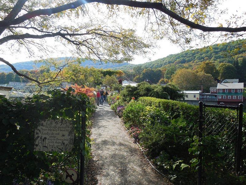 shelburne-bridge-of-flowers-8