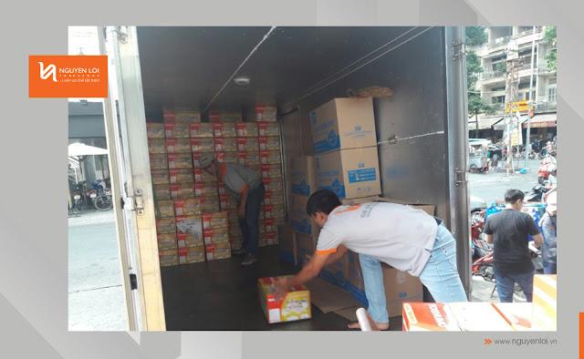 thùng xe tải 2 tấn chở hàng hóa