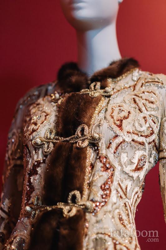 Details of Oscar de la Renta for Pierre Balmain, Evening ensemble: coat and pants, Autumn/Winter 1997 - 1998.