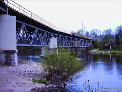 Železniční most, o 200m dále potrubí.
