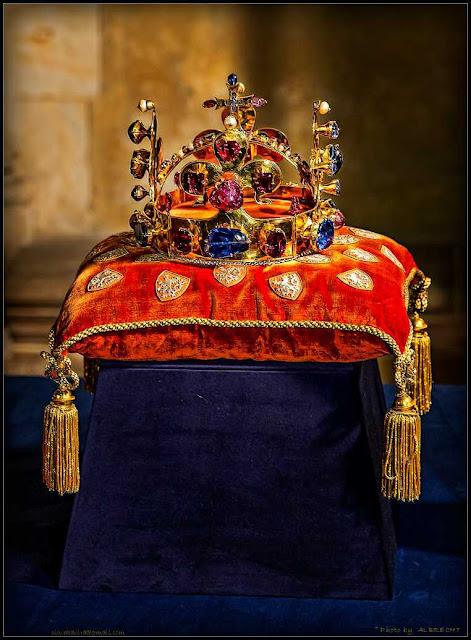 sedm klíčů od korunovačních klenot