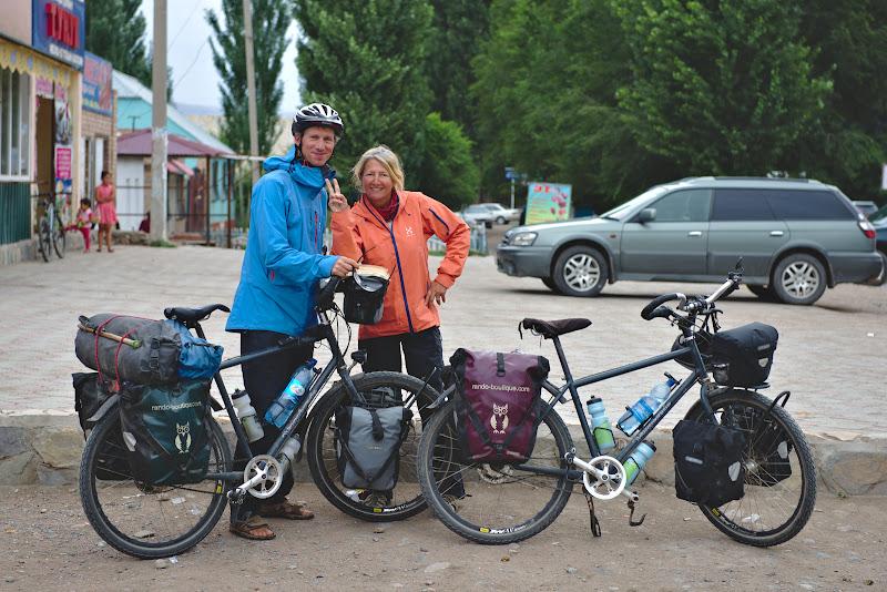 Si primii calatori intarlniti pe drum, veniti din China si indreptandu-se spre Franta.