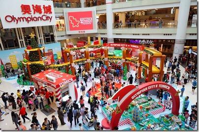 Xmas Decor in HK 2015 Olympian City 奧海城 x TOMICA 聖誕佈置 (Photo taken from Elle.hk)