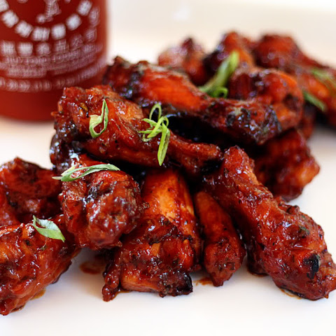 Sweet and Spicy Sriracha Hot Wings