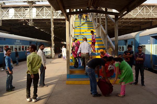 индия железная дорога поезда перрон