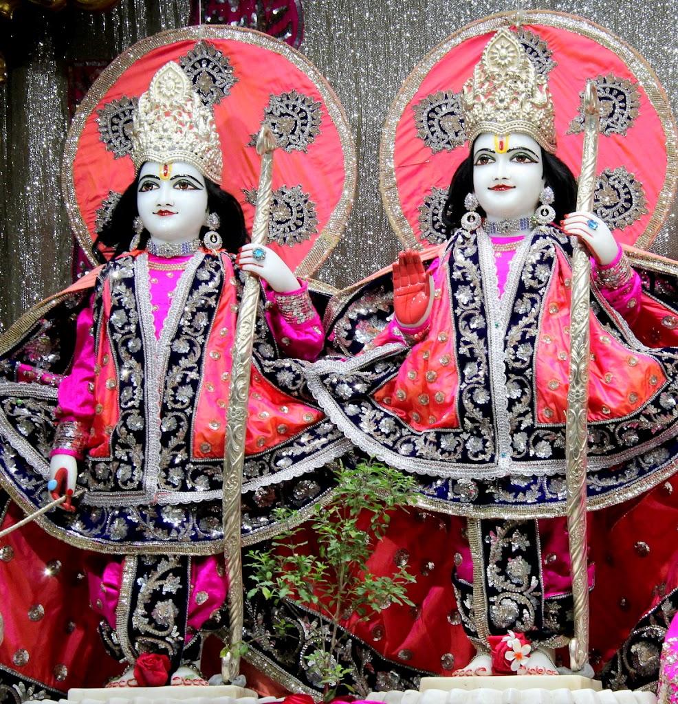ISKCON Juhu Mangal Deity Darshan 14 Jan 2016 (21)